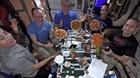 Tiệc pizza trên trạm vũ trụ
