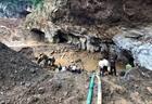 Vẫn nỗ lực tìm kiếm nạn nhân còn lại trong hang vàng ở Hòa Bình