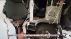 Xe tải lao sập nhà dân