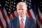 Nghệ sĩ Ấn Độ vẽ tranh cát khổng lồ mừng tân tổng thống Mỹ Joe Biden