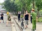Công an Hà Nội lập chốt kiểm soát người ra vào vườn hoa, công viên