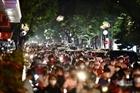Người dân Hà Nội đổ ra đường vui Trung thu đe dọa an toàn phòng dịch