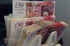 Tiền lương ở Anh tăng lên mức cao nhất trong 11 năm qua