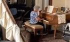 Cụ bà chơi piano giữa đống đổ nát ở Beirut, Liban