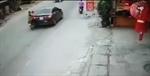 Ô tô dừng đột ngột, 2 cô gái gặp nạn