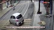 Tài xế quên kéo phanh tay khiến ô tô lùi tự do