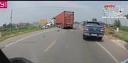 Container tông trực diện xe tải khiến 2 người tử vong