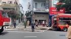 Lính cứu hỏa giải cứu 5 người mắc kẹt trong nhà cháy