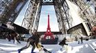 Trải nghiệm đường trượt trên tháp Eiffel
