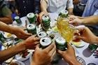 Người Việt tiêu thụ 4 tỷ lít bia và 300 triệu lít rượu mỗi năm