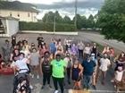 75 người đi bộ bảo vệ hàng xóm da màu