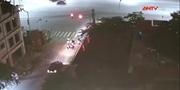 Nhầm chân ga ô tô đâm hàng loạt xe máy dừng đèn đỏ