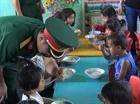 """""""Nồi cháo dinh dưỡng vì trẻ em nghèo"""" của bộ đội miền núi"""