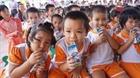 Sữa học đường và những tranh luận chưa có hồi kết