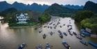 Nguy cơ TNGT từ hành vi đeo bám du khách đến chùa Hương