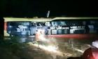Cảnh giải cứu 18 người trên xe khách bị lũ cuốn