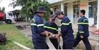 Cảnh sát PCCC tiếp nước cho bệnh viện sau bão lũ