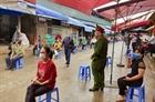 Tiểu thương chợ Long Biên được xét nghiệm nhanh COVID-19