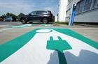 Bốt sạc xe điện năng lượng mặt trời kết hợp công nghệ khử trùng UV