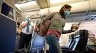 Canada phạt nặng hành khách không đeo khẩu trang khi đi máy bay