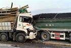 Xe tải đâm nhau trên cầu Thanh Trì, 2 người tử vong