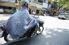 Nguy cơ tai nạn giao thông từ áo chống nắng