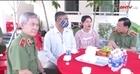 Thứ trưởng Lê Tấn Tới thăm, tặng quà gia đình Thiếu tá Nguyễn Thanh Hải