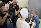 Tổng thống Nga muốn tiêm vaccine Sputnik V cho du khách nước ngoài