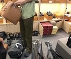 Phát hiện hàng nghìn túi, ví nghi giả mạo hàng hiệu