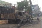 Lửa thiêu rụi 2 ô tô tải trước cơ sở kinh doanh đồ gỗ