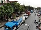 Né đường cao tốc, xe container nối đuôi nhau vào phố