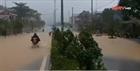 TT-Huế: Mưa cực lớn ở thượng nguồn, nước lũ ào vào phố