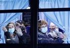 Số ca mắc COVID-19 không ngừng tăng, chính thức hoãn Olympic Tokyo