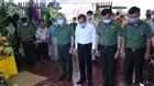 Thứ trưởng Lê Tấn Tới thăm gia đình liệt sĩ hy sinh vì cát tặc