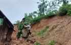 Ngập lũ gây sạt lở đất tại Nghệ An và Hà Tĩnh