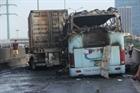 Hai ô tô bốc cháy sau va chạm, một thai phụ tử vong