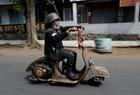 Lễ hội xe Vespa cổ ở Indonesia