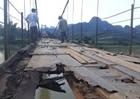 Người dân xã Mỵ Hòa liều mình đi trên cầu mục