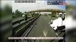 Vượt ẩu, xe 5 chỗ lật ngửa giữa cao tốc