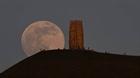 Chiêm ngưỡng siêu trăng hồng kỳ ảo