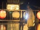 Lực lượng CSGT căng mình trong bão