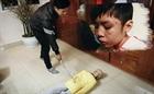 Vụ bé trai bị bạo hành dã man: Khởi tố bố đẻ, mẹ kế