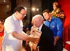 Đảng bộ quận Hai Bà Trưng trao Huy hiệu Đảng đợt 2/9