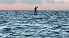 Chèo ván vượt biển gây quỹ hỗ trợ nạn nhân vụ nổ Beirut