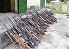 Vận động doanh nghiệp giao nộp 39 khẩu súng bắn sơn