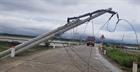 Hơn 600 cột điện gãy đổ sau bão số 5 - chất lượng có bảo đảm?