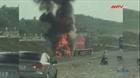 Xe đầu kéo cháy rụi sau khi tông xe máy, 2 người thương vong