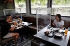 Hà Nội: Hàng ăn trong nhà được phép mở cửa nếu giãn cách 2m