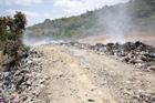 Người dân xã Ea Ô khốn khổ vì bãi rác liền kề