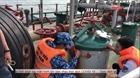 Bắt giữ tàu nước ngoài sang mạn dầu trái phép